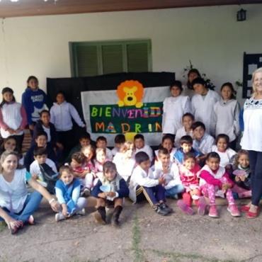 Cómo Ingresar una Escuela al Programa de Padrinzagos